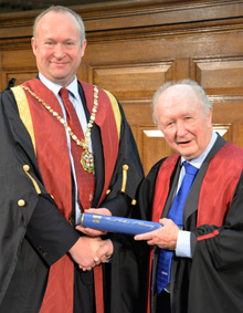 Des Thompson receives the RCVS Queen's Medal