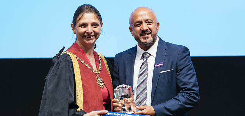 Amanda hands an RCVS International Award to Dr Abdul-Jalil Mohammadzai